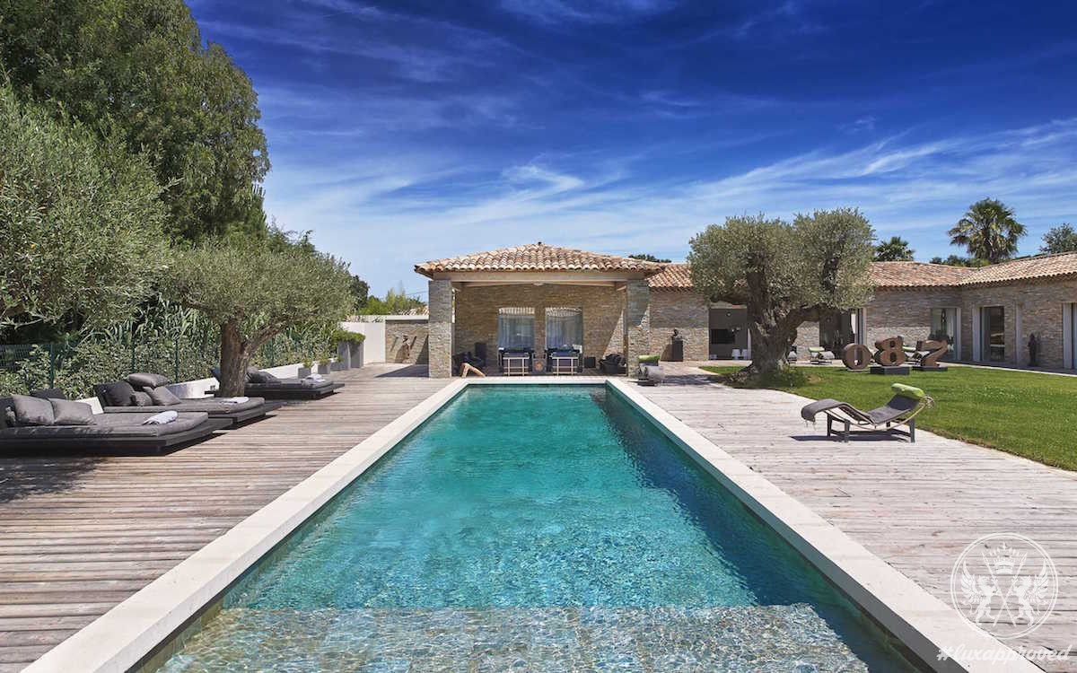 Luxury real estate on the french riviera 39 s saint tropez for Luxury french real estate