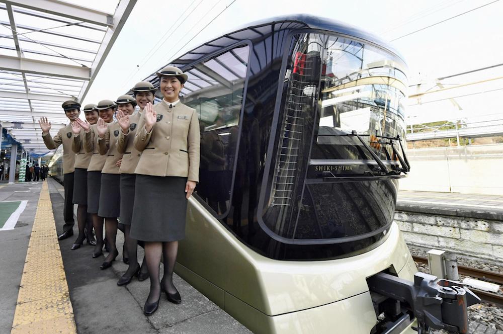 Luxury Train Suite Shiki-Shima Departs on Its Maiden Journey