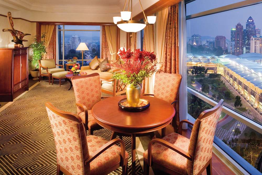 Guests Staying at Mandarin Oriental, Kuala Lumpur Park Suite Receive Piaget Jewelry
