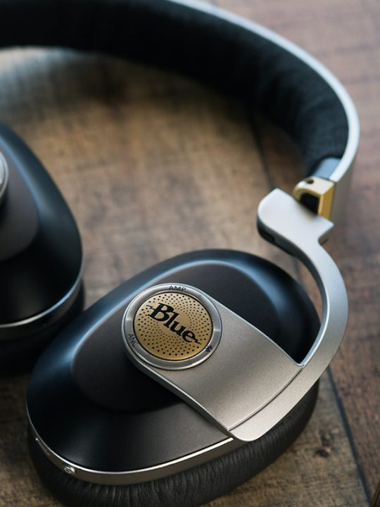 The Blue Satellite Headphones Eliminate Unwanted Noise Without Compromising Your Music
